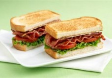 Cooler Friendly Sandwich: The BLT & Pita Sandwich